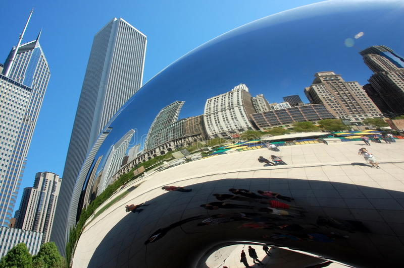 Chicago bean mirrors curved skyline royalty free stock images