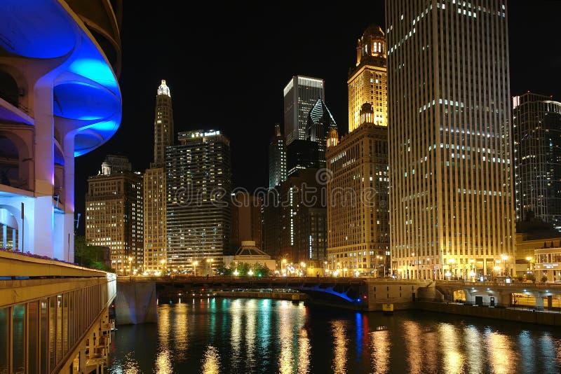 Chicago bij nacht stock afbeelding