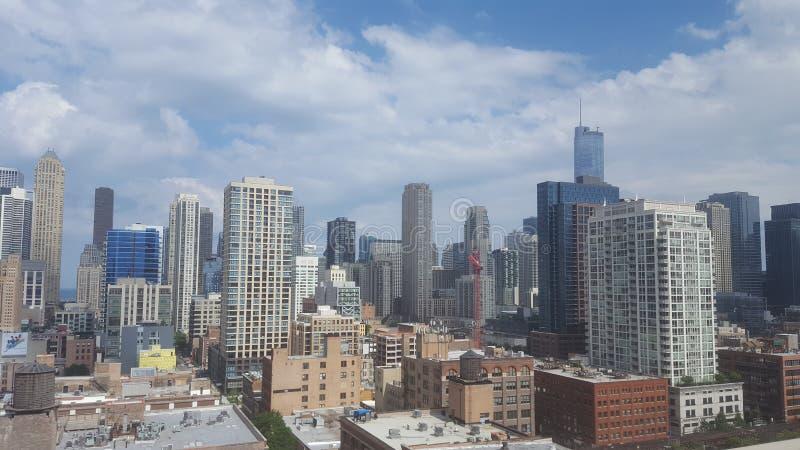 Chicago céntrica en un día soleado agradable foto de archivo libre de regalías