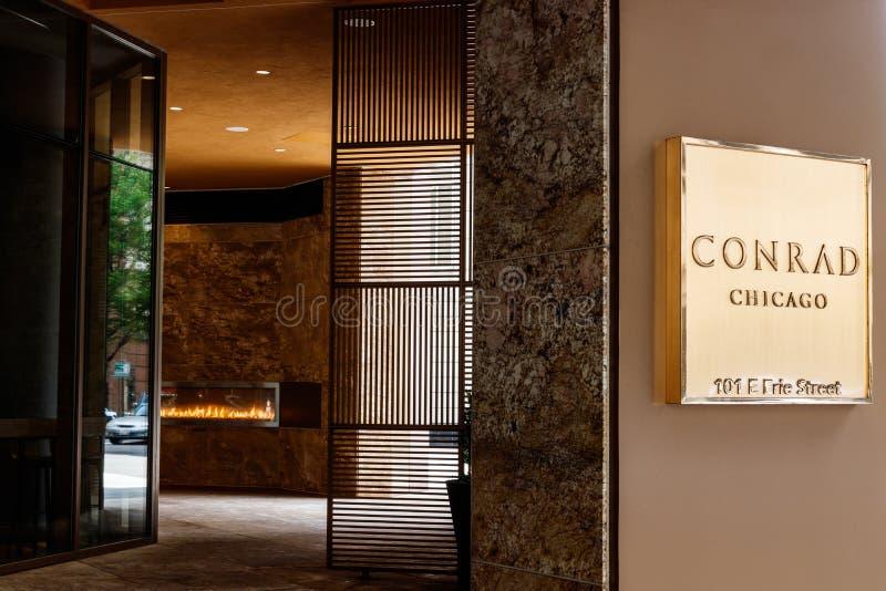 Chicago - circa mayo de 2018: Conrad Hotel Location céntrico Conrado es la marca del hotel de lujo poseída por Hilton Worldwide I imagenes de archivo