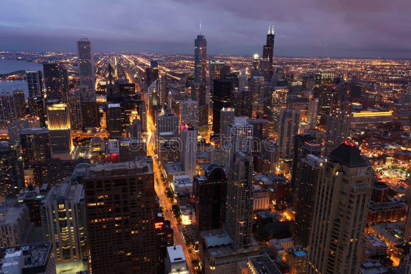 Chicago com a torre de Hancock vista da torre de Willis foto de stock