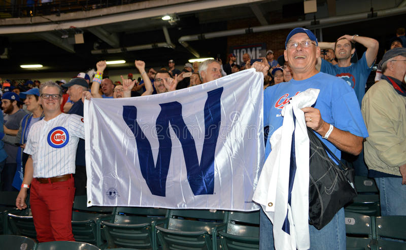 Chicago Cubs-Fans feiern, nachdem sie die Weltmeisterschaft 2016 gewonnen haben stockbild