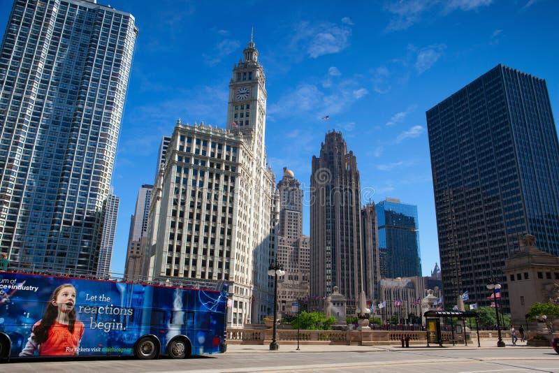 CHICAGO - 13 DE JULIO: Edificio de Wrigley en Chicago el 13 de julio de 2013 El edificio de Wrigley es un rascacielos con el sur  imagenes de archivo