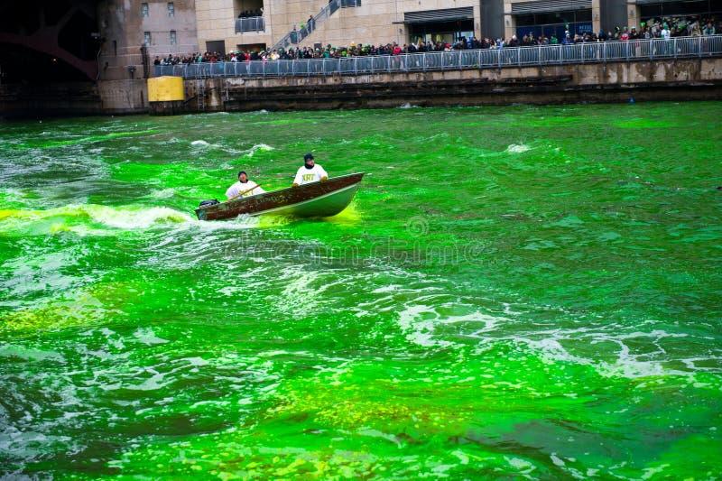 Download Tingidura do Chicago River imagem de stock editorial. Imagem de espectadores - 29837614