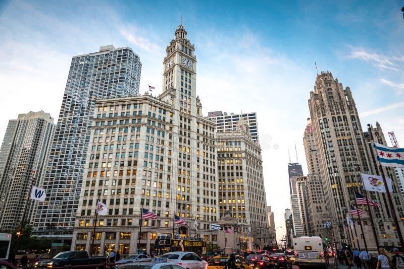 Chicago de stad in in de avond royalty-vrije stock foto