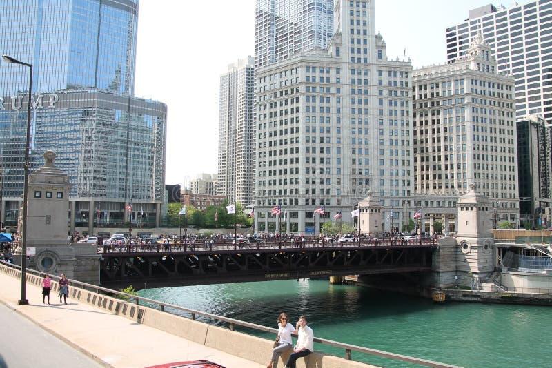 Chicago de stad in & Rivier royalty-vrije stock foto