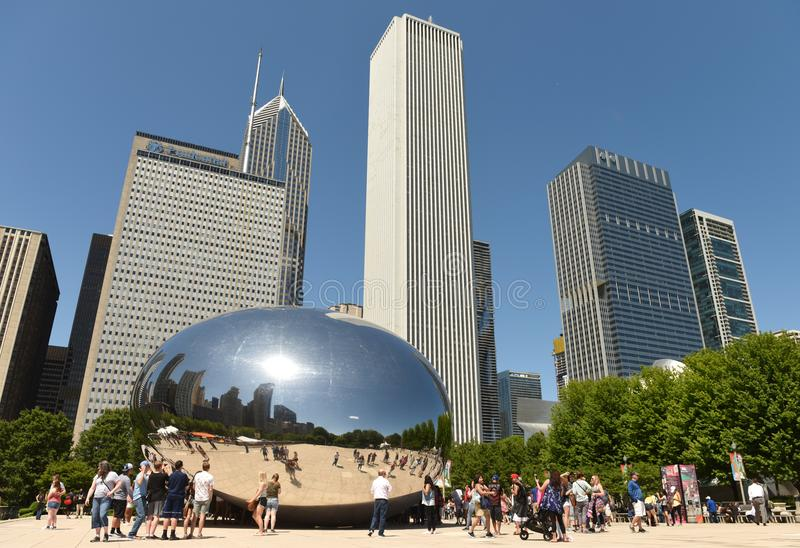 Chicago, de V.S. - 04 Juni, 2018: Mensen dichtbij de Wolkenpoort, een publ stock afbeelding
