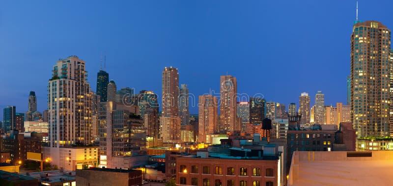 Chicago del centro a penombra. fotografia stock libera da diritti