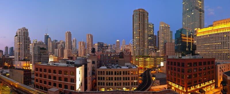 Chicago del centro a penombra. immagini stock libere da diritti