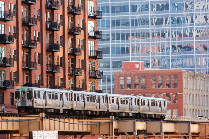 Chicago elevó el tren imagenes de archivo