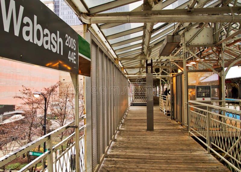 Chicago elevó la plataforma y las escaleras del tren del EL imágenes de archivo libres de regalías