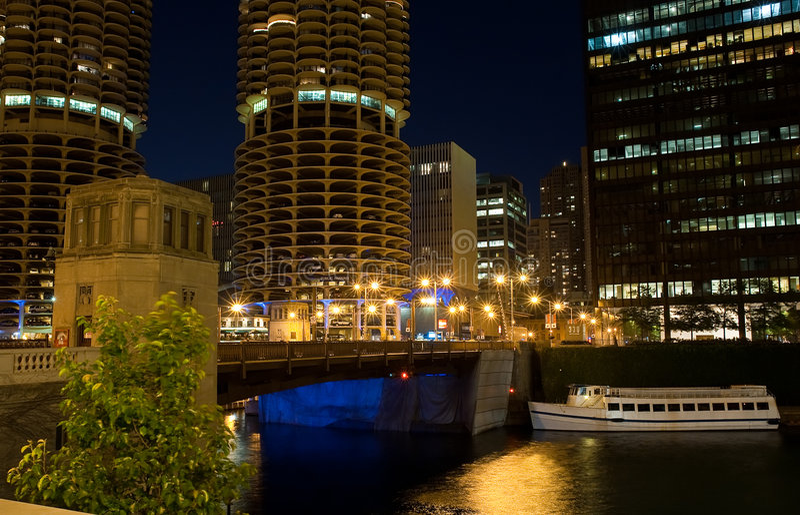 Chicago en la noche fotos de archivo