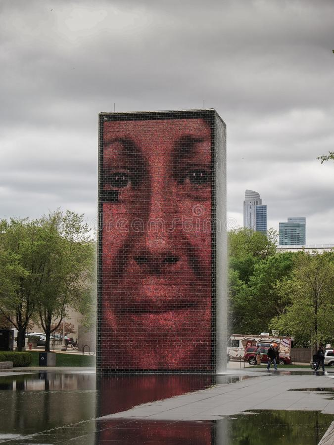 Chicago - Förenta staterna - kronaspringbrunnen av konstnären Jaume Plensa i millenium parkerar arkivfoto