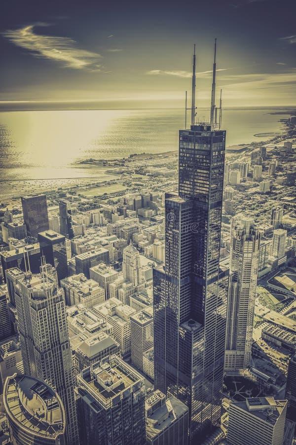 Chicago-Finanzbezirksvogelperspektive mit Wolkenkratzern stockbilder