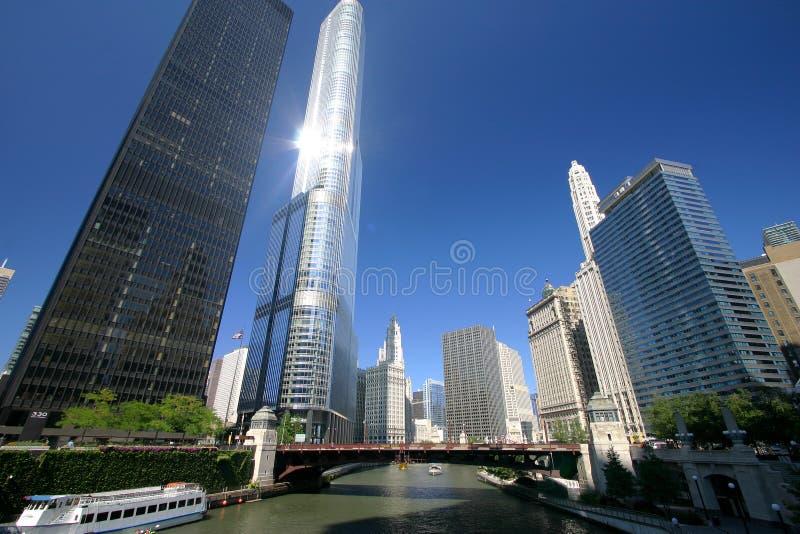 Chicago flod på en solig dag royaltyfri fotografi