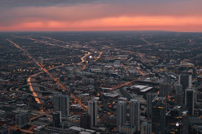 Chicago horisont, cityscape från över Taget från Skydeck Willis Tower under solnedgång, skymning USA Augusti 25, 2017 royaltyfri fotografi