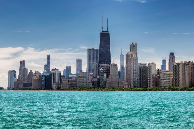 Chicago horisont på den soliga sommardagen arkivbild