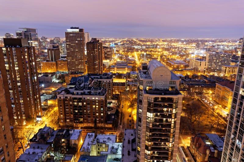 Chicago horisont på natten, på hög nivå sikt arkivfoton