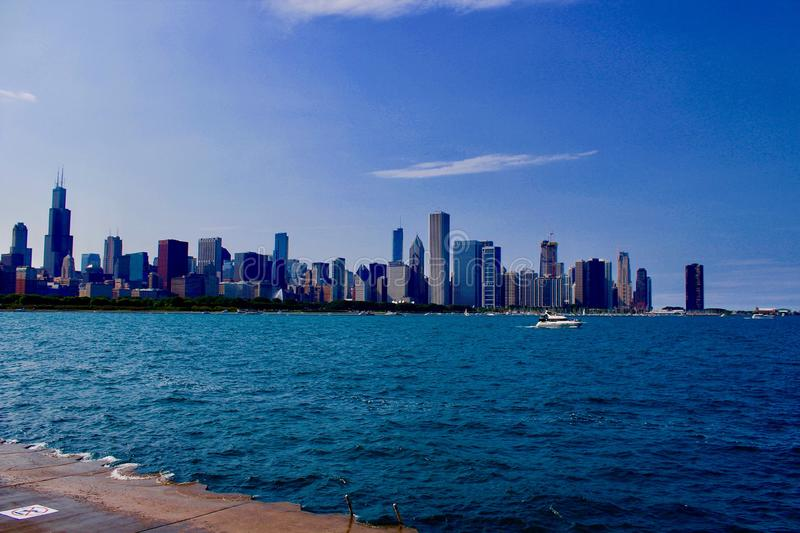 Chicago horisontsikt från Lake Michigan royaltyfri fotografi