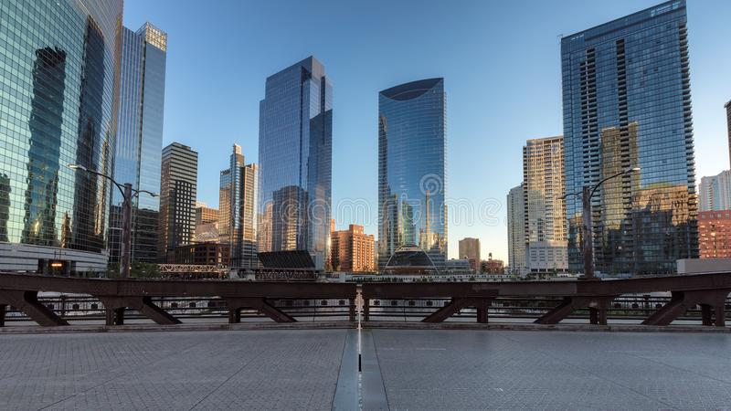chicago horisontsolnedgång arkivbilder