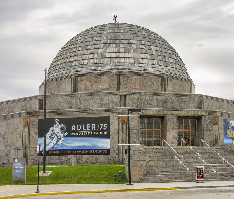 CHICAGO, IL - ESTATE 2005: Planetario di Adler un giorno nuvoloso L'IT fotografia stock libera da diritti