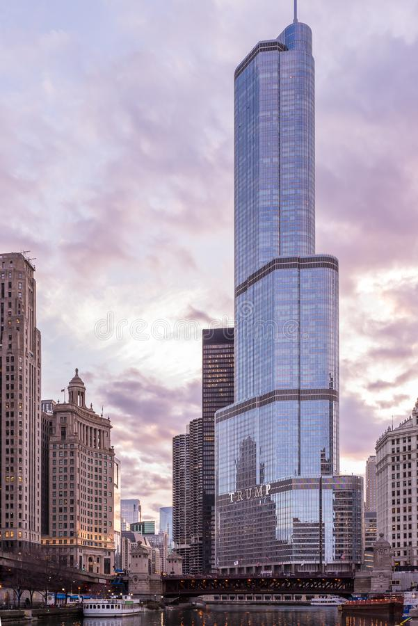 Chicago, IL, EUA, o 6 de abril de 2017: Hotel internacional e torre do trunfo, para o uso editorial somente foto de stock