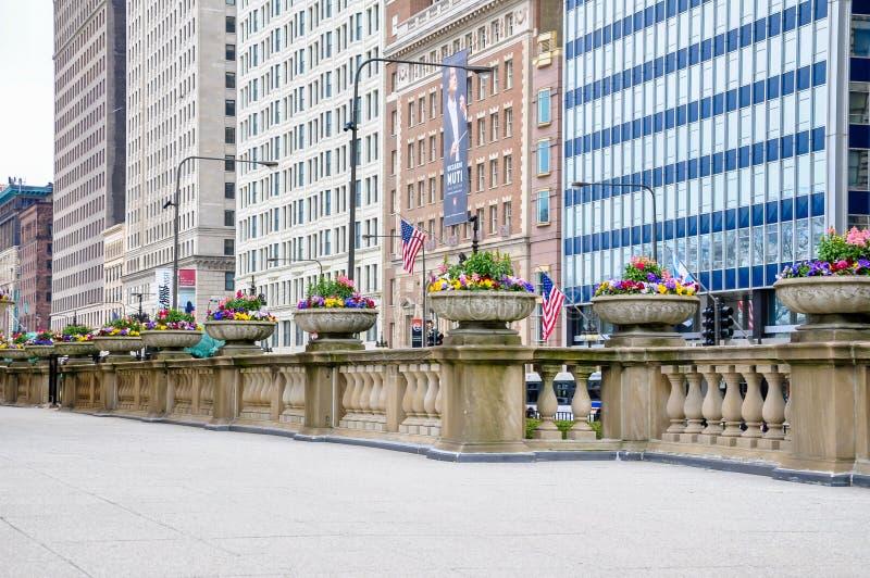 Chicago, IL - 5 MEI, 2011 - Terras van Art Institute van Chicago met de mening van het Ave van Michigan royalty-vrije stock afbeeldingen