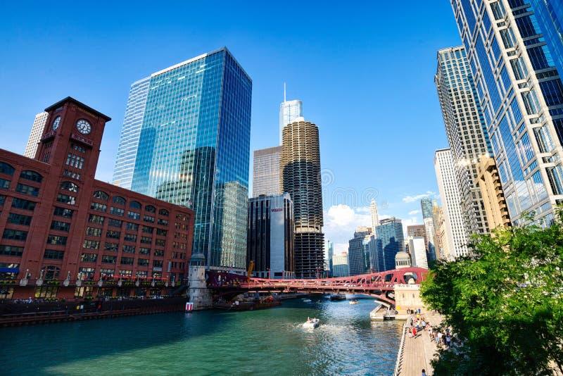 Chicago, IL Stati Uniti - Augustl 09, 2017: Barca turistica sopra fotografia stock libera da diritti