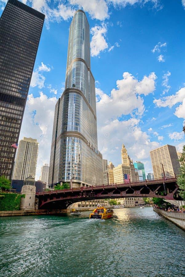 Chicago, IL Verenigde Staten - 03 Juli, 2017: Toeristenboot op royalty-vrije stock afbeeldingen