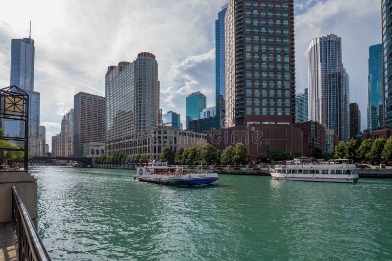 Chicago, IL Verenigde Staten - 03 Juli, 2017: Toeristenboot op royalty-vrije stock foto