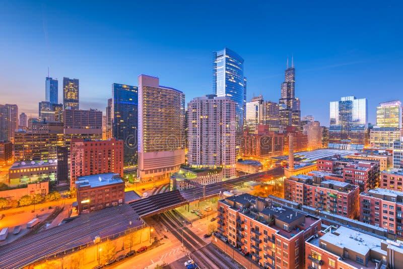 Chicago, Illinois, arquitetura da cidade do centro dos EUA no crepúsculo imagens de stock