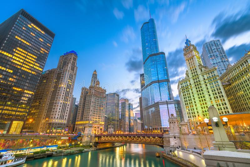Chicago, Illinois, arquitetura da cidade dos EUA no rio fotos de stock royalty free