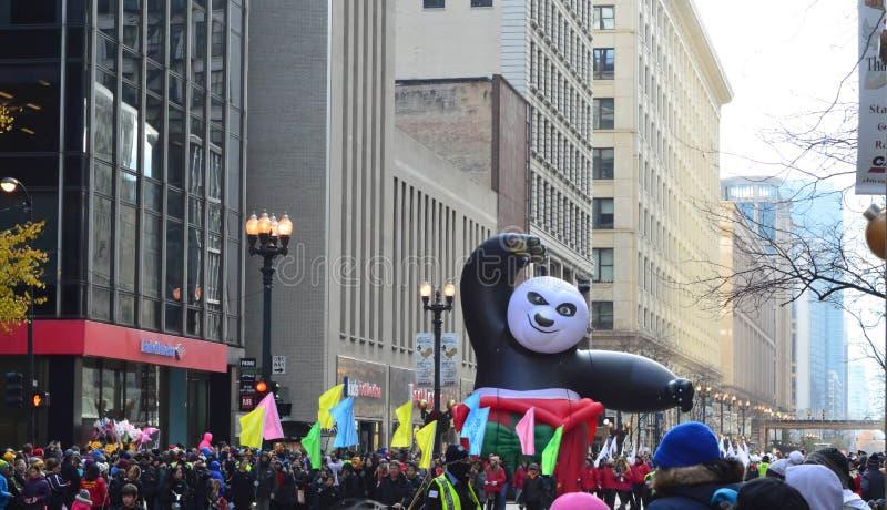 Chicago, Illinois - Kung Fu Panda in der Mcdonald-Danksagungs-Parade stockfotos