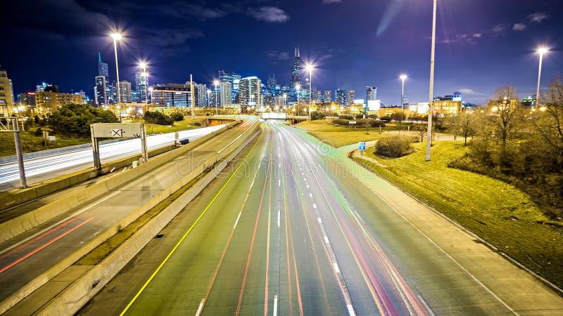 Chicago illinois stadshorisont som är i stadens centrum på natten arkivfoton