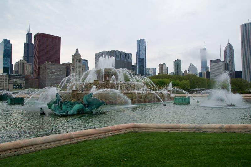 CHICAGO, ILLINOIS STANY ZJEDNOCZONE, MAJ, - 11th, 2018: Buckingham fontanna jest jeden wielki w świacie w wietrznym, fotografia royalty free