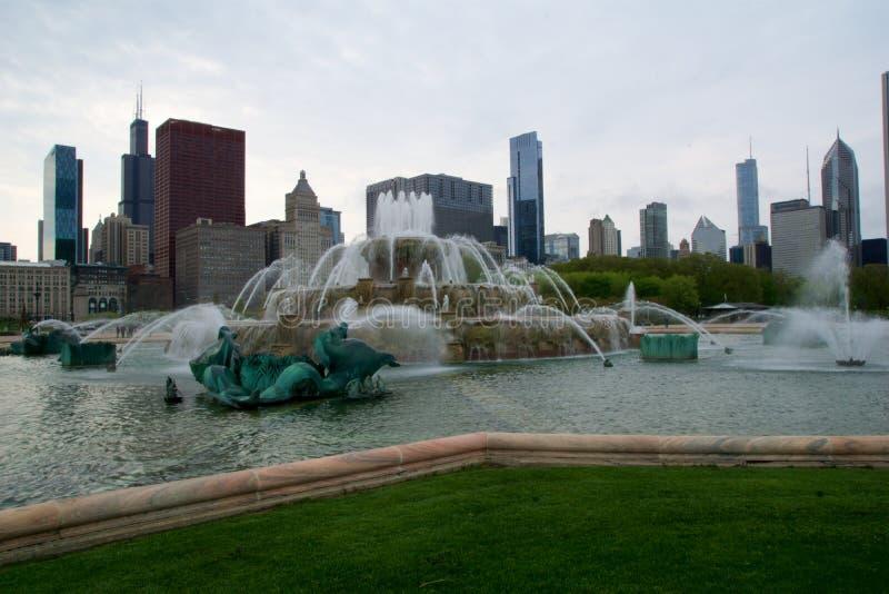 CHICAGO, ILLINOIS, STATI UNITI - 11 maggio 2018: La fontana di Buckingham in Chicago ha costruito in una torta nunziale di rococò immagine stock
