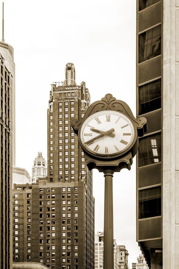Chicago, Illinois, straatklok, lijngebied, sepia stock foto's