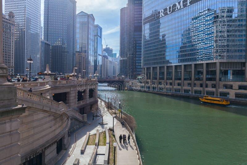 CHICAGO, ILLINOIS, U.S.A. - 30 marzo 2016: Torre di Trump ed hotel internazionale in Chicago immagine stock