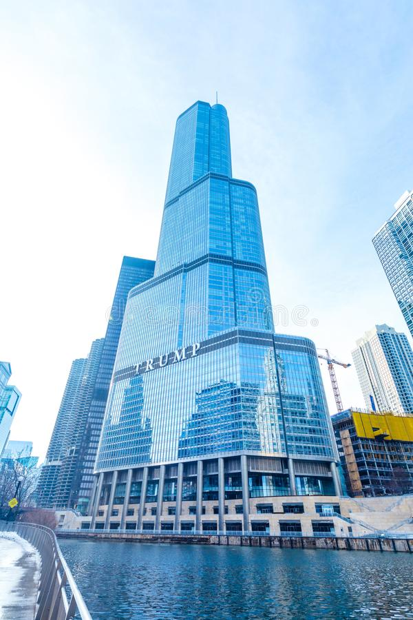 CHICAGO ILLINOIS USA - FEBRUARI 18, 2018: Trumftornbuildin royaltyfri bild