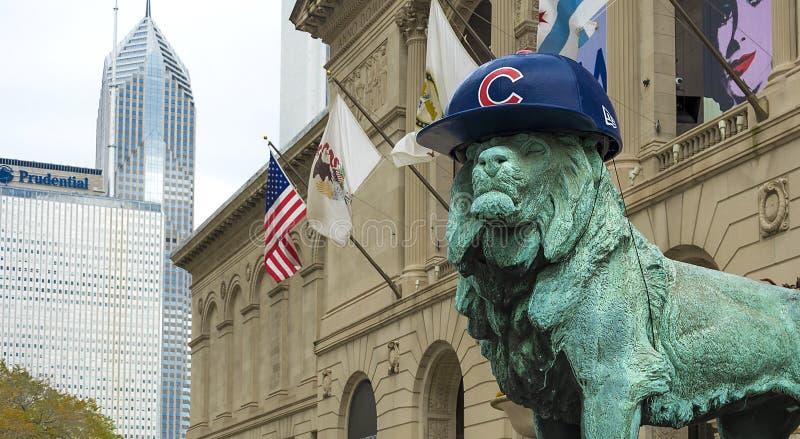 Chicago lejon med gröngölinghatten fotografering för bildbyråer