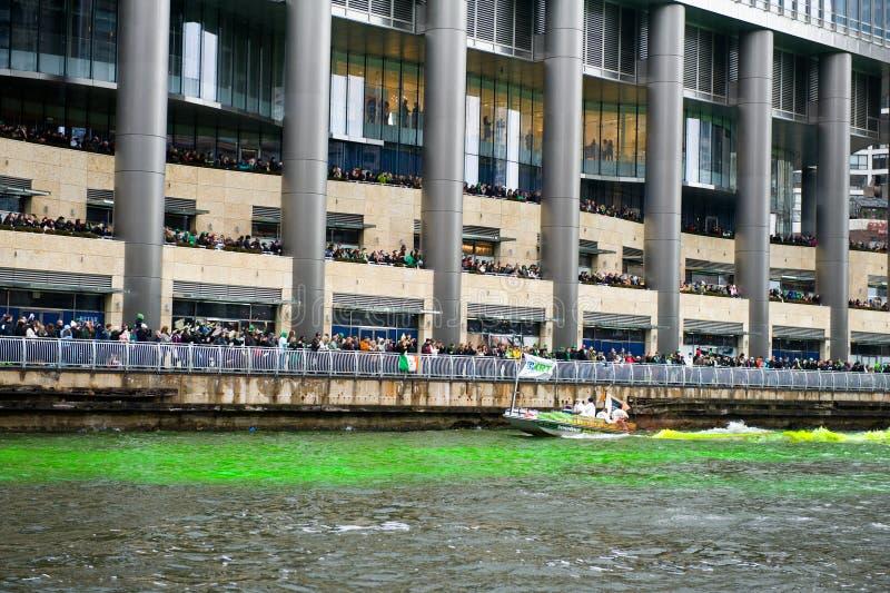 Färga av Chicagoet River royaltyfri foto