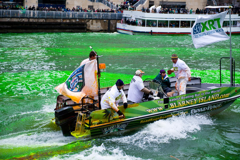 Teinture de la rivière Chicago images libres de droits