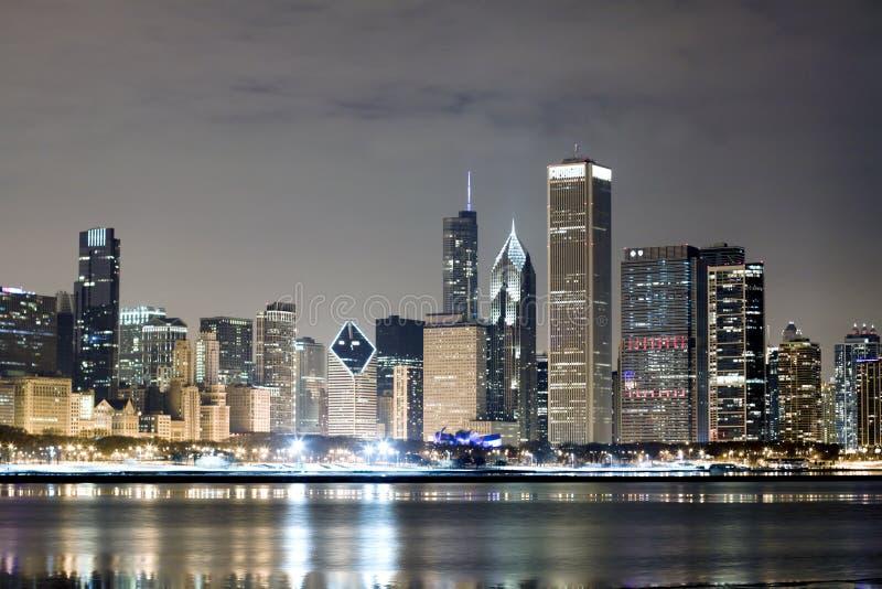 Chicago na noite fotos de stock