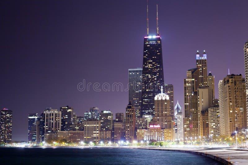 Chicago nachts lizenzfreie stockbilder