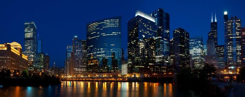 Chicago natthorisont. arkivbild
