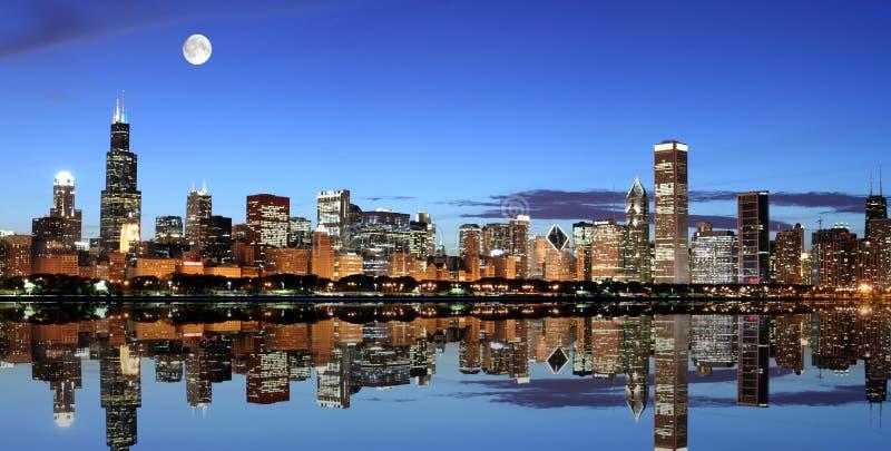 Chicago nell'ambito della luce della luna fotografie stock
