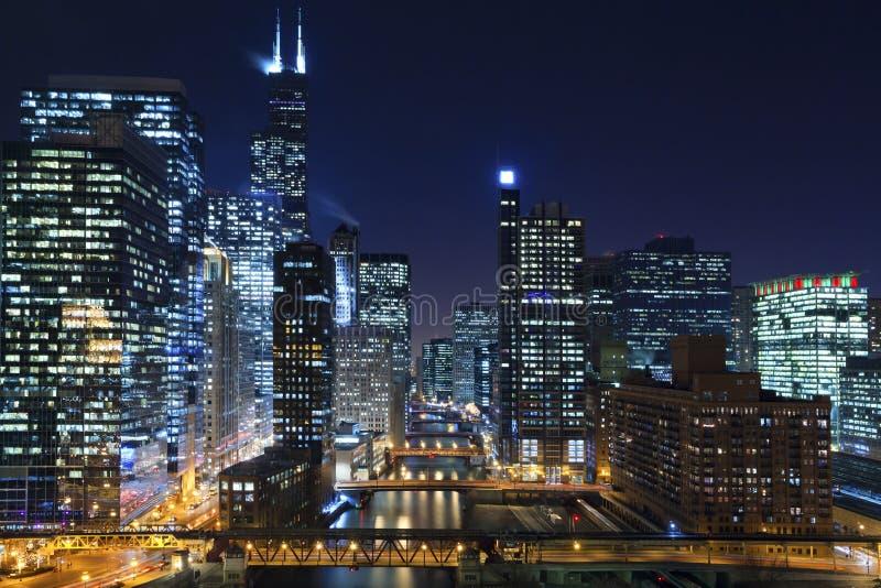 Chicago på natten. royaltyfria bilder
