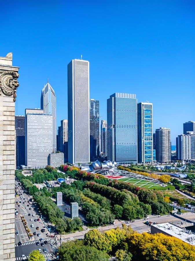 Chicago parkerar nya östside- med sikter av offentligt och dragningar stads- cityscape royaltyfria foton