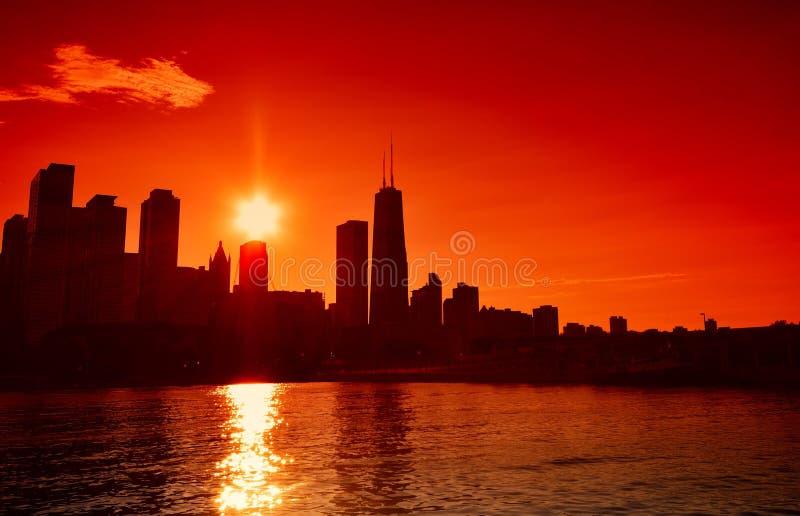 Chicago przy zmierzch linią horyzontu, USA obrazy stock