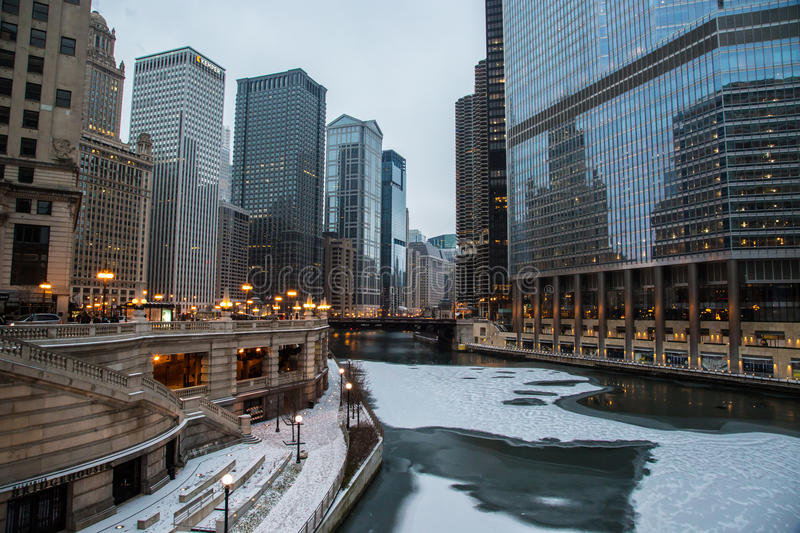 Chicago River auf Weihnachten stockfotos